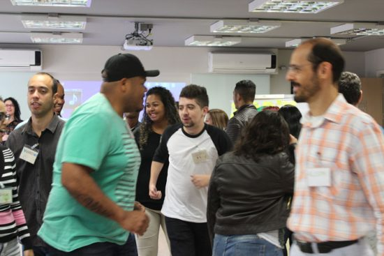 Dinâmica de grupo e interação entre os participantes